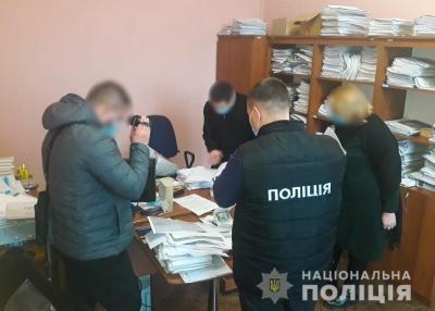 У центрі Чернівців на хабарі 1000 євро затримали чиновника – фото