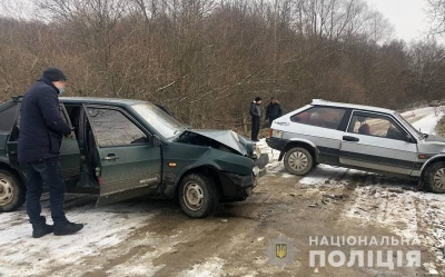 На Буковині зіткнулися два легковики «ВАЗ»: пасажирка у лікарні