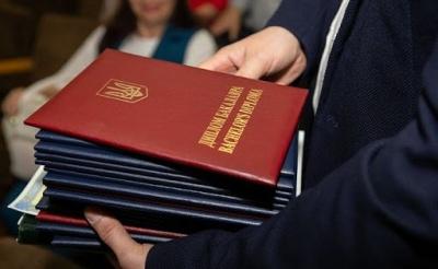 Українські студенти більше не отримуватимуть «червоні» дипломи