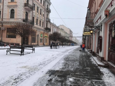 В Черновцы наконец пришла зима - фото