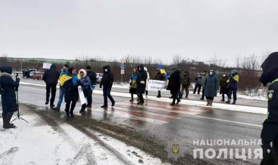 """""""Тарифний протест"""" на Буковині продовжується: люди знову перекрили міжнародну трасу"""