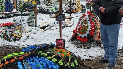 У Чернівцях попрощалися з рок-музикантом Віталієм Сандулом - фото