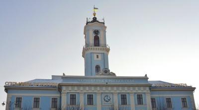У Чернівецькій міськраді ліквідують три відділи: кого це торкнеться