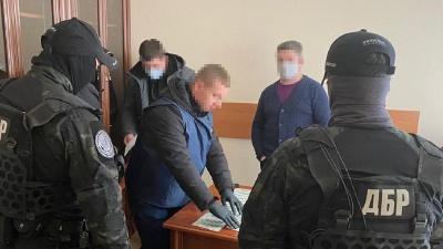 ДБР спіймало керівників Нацагентства з акредитації на хабарі: фото