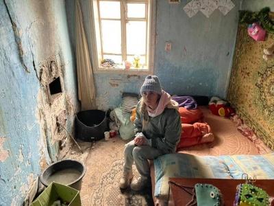 Мріють про м'яке ліжко і теплу ковдру: волонтерка із Чернівців закликала допомогти діткам