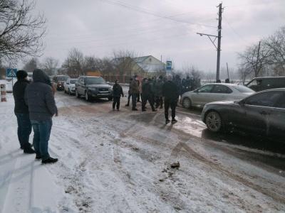 «Тарифний» протест: жителі одразу трьох сіл Буковини перекрили трасу на Снятин