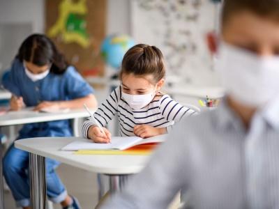 «За партами, а не вдома в піжамах»: як навчатимуться школярі Чернівців після локдауну
