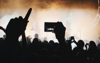 Стало відомо, коли в Україні відкриють кінотеатри і дозволять концерти
