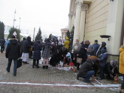 Водохреще 2021: як освячували воду в храмі у центрі Чернівців – фото