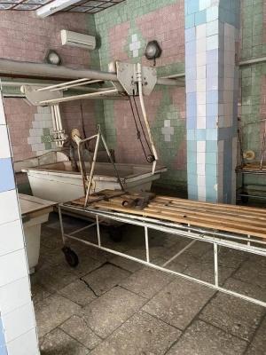 Обдерті стіни та заіржавіле обладнання: як виглядає скандальний на Буковині санаторій - фото