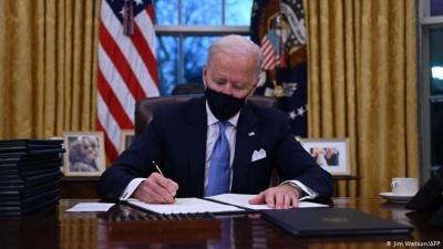 Американська відлига: Байден скасував гучні укази Трампа