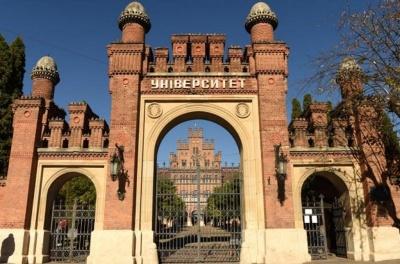 Чернівецький університет проситиме міськраду обмежити рух транспорту біля Резиденції