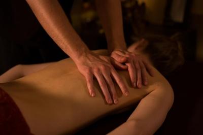 Ображений чоловік поставив «одну зірку» курортному готелю через зраду дружини з масажистом
