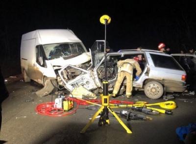 Смертельна ДТП на Буковині: водій мікроавтобуса виїхав на зустрічну смугу