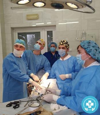 Лікарі Чернівців провели унікальну операцію на нирках