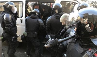 Жорстоко б'ють: у Росії на мітингах силовики затримали вже близько 2 тисяч осіб - фото