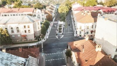 На сучасну зупинку замість парковки у центрі Чернівців виділять кілька мільйонів