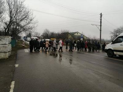 Тарифний протест: на Буковині знову перекрили дорогу