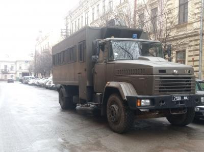 """Під ОДА, де тривають """"тарифні протести"""", підігнали машину із силовиками - фото"""
