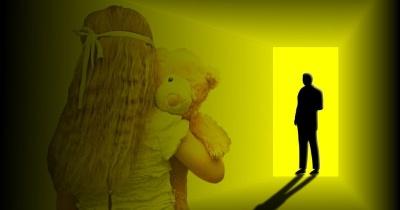 На Прикарпатті 65-річний чоловік регулярно ґвалтував 11-річну дівчинку: вона народила дитину