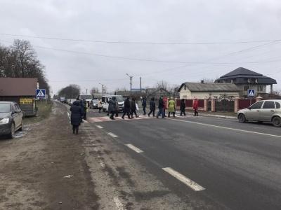 Важливу трасу поблизу Чернівців знову перекрили через «тарифний» протест