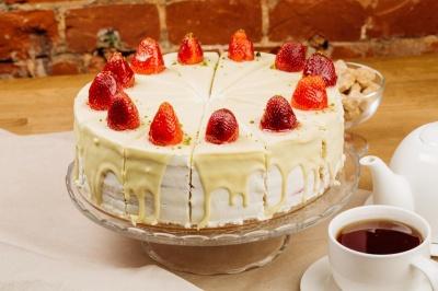 """Смачний торт """"Молочна дівчина"""": як приготувати ніжний десерт"""