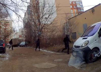 Стрілянина у Чернівцях: очевидці зняли на відео втечу ймовірних нападників у балаклавах
