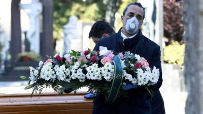 Комаровський висловився щодо закритих трун на похоронах померлих від COVID-19