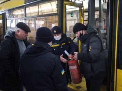 У Чернівцях після інциденту з факелом у тролейбусі пожежники провели інструктаж працівникам ЧТУ