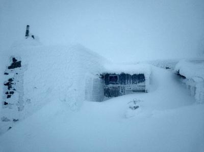 У Карпатах випало більше метра снігу: фото