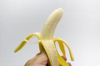 Лікарі розповіли, кому не можна їсти банани