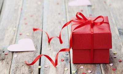 Цікаві й небанальні презенти на 14 лютого: що можна подарувати коханій людині?*