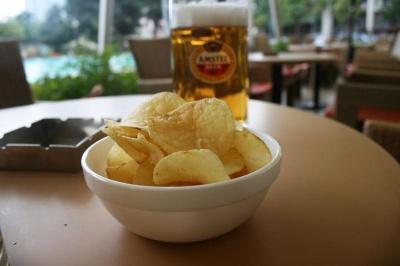 Через пандемію німці стали пити менше пива: продажі впали до історичного мінімуму