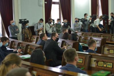 «Дивіться, що вам підсовують»: екс-депутат розповів про перший «шкурняк» нової Чернівецької міськради