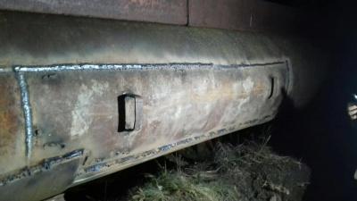 Комунальники залатали дірку в трубопроводі, через яку пів Чернівців були без води - фото