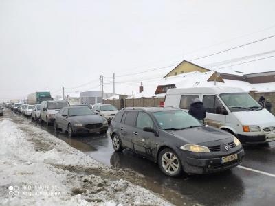 Трасу «Чернівці-Снятин» заблокували: «тарифний» протест розпочався у Мамаївцях