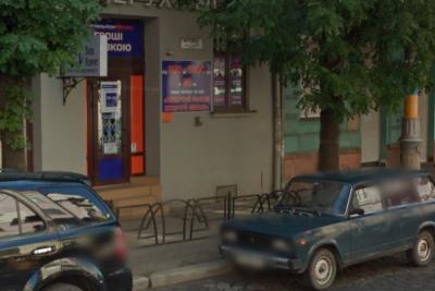 Вкрав майже 17 тисяч гривень: в Чернівцях поліція розслідує пограбування кредитної установи