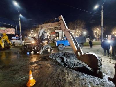 «Розкопка» на відремонтованому проспекті в Чернівцях стоятиме до весни