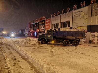 На Калинівському ринку зі снігопадом борються 22 одиниці техніки – директор