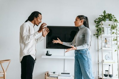 Поради, які допоможуть вести діалог з тими, хто вас не слухає