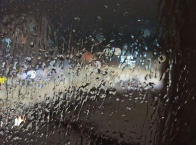 У Чернівцях випав крижаний дощ: міська влада закликає жителів утриматись від поїздок