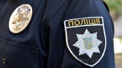 Поліція Буковини розшукала чоловіка, який, погрожуючи ножем, викрав з каси гроші
