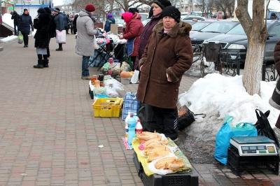 За стихійну торгівлю будуть штрафувати: у Чернівцях проводять рейди на вулицях