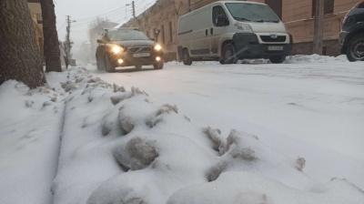 Хуртовина в Чернівцях: переповнені тролейбуси й ускладнений рух на дорогах – фото