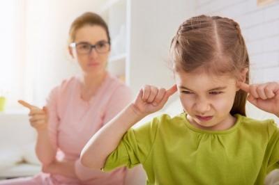 Через ці 4 шкідливих фрази дитина може вирости вашим ворогом