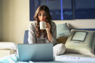 Ці звички згубно впливають на енергетику людей, які працюють з дому