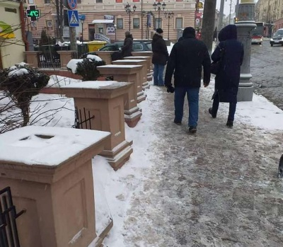 Без продавців: у міськраді показали порожні місця стихійної торгівлі у Чернівцях - фото
