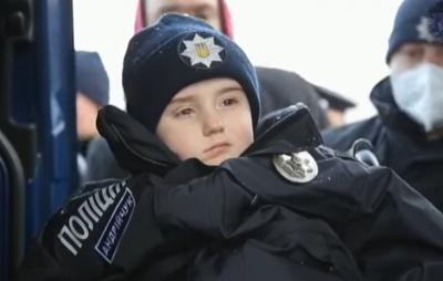 В Черновцах около сотни полицейских осуществили мечту онкобольного мальчика Саши - видео