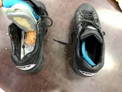 Несподівана знахідка: у жіночих кросівках – схованка з амфетаміном - фото