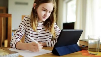 Скільки часу школярі в Чернівцях вчитимуться дистанційно: відповідь чиновниці